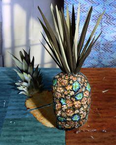 "Fotograaf: Daniel Gordon - Back to Still Lifes, Portraits & Parts, 2010-2011 - Pineapple  30"" x 24"", C-Print, 2011"