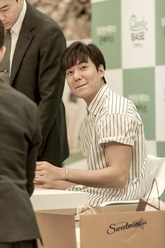 #Photography   #MINOZ    IMGUR    [https://imgur.com/rxk2Bp8]    P01 of P08    By:  달콤한미노 (@sweetmino_)    2016 June 29 (Wed)   #ActorLeeMinHo   #LeeMinHo   #Korean #Actor #HallyuStar   #ASIA Most Popular #IDOL  Fan Sign  #Autograph   #Minoz   #GoodBase  #Korea #Ginseng   KGC   #Chokeberry   #Blueberry   #Pomegranate   #Pear    Twitter Post Date: 30 June 2016 (Thursday)