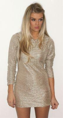 Love a long sleeved dress!