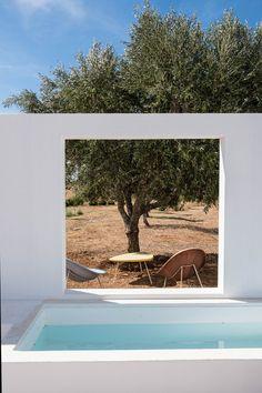 slow living in the summer mediterranean outdoor Tavira, Portugal. Outdoor Spaces, Indoor Outdoor, Outdoor Living, Outdoor Decor, Design Exterior, Interior And Exterior, Tavira Portugal, Turbulence Deco, Small Pools