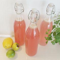 Opskrift på lækker læskende lyserød lemonade Non Alcoholic Drinks, Cold Drinks, Beverages, Cocktails, Pink Day, New Flavour, Pink Lemonade, Smoothies, Milkshake