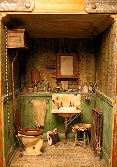 Vitrine Miniature, Miniature Rooms, Miniature Crafts, Miniature Houses, Miniature Furniture, Dollhouse Furniture, Haunted Dollhouse, Haunted Dolls, Dollhouse Miniatures