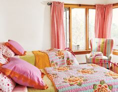 Cute girls room.  And Sierra has those polka dot sheets!
