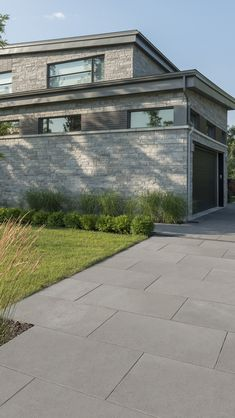 Go and visit our niche site for a whole lot more in regards to this superb driveway edging Modern Driveway, Driveway Paving, Stone Driveway, Driveway Design, Driveway Landscaping, Concrete Driveways, Driveway Ideas, Paving Design, Concrete Design
