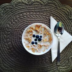 #blueberries with #lactosefreemilk and #nesfit #blueberry #milk #lactosefree #laktozsuzsüt #laktozsuz #sut #milk #nesfittürkiye #fitness #healthyfood #healtychoices #diet #diyet #light #bugday #tamtahil #tamtahilli by love_light_health_balance