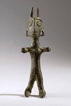 Iran,Elamite bronze idol, ca 2500-1900 BC (horn was a symbol of divinity in ancient elam) . تندیس کوچک یک مرد عیلامی با شاخ، ۲۵۰۰-۱۹۰۰ بک ( شاخ یکی از نمادهای الوهیت نزد ایلامیان بوده است)  / موزه مجازى هنر ايران در فيسبوک
