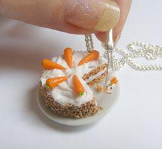 Alimentos joyería collar de pastel de zanahoria, zanahoria y nuez torta colgante, de comida miniatura, Mini alimentos joyería, joyería Kawaii Food