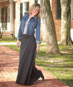 EThis Women?s Knit Maxi Skirt is an essential to have in your closet. The lightweight material makes it comfortable for walking or sitting for long periods. Its