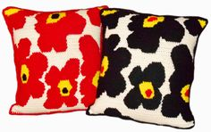 A simple crochet decorative throw pillow inspired by the famous Marimekko flower.