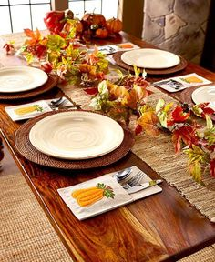 Add some seasonal art to your table with this Set of 4 Holiday Flatware Pockets. You can organize each guest's flatware setting and napkin in the cozy pocket. I