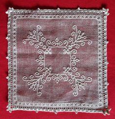 Dilvarosa: centro Caterina De' Medici Blackwork Embroidery, Needle Lace, Bargello, Geometry, Knots, Bohemian Rug, Delicate, Stitch, Pattern