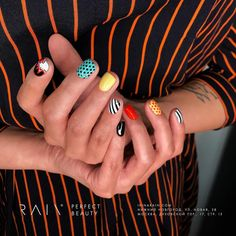 Adding some glitter nail art designs to your repertoire can glam up your style within a few hours. Check our fav Glitter Nail Art Designs and get inspired! Stylish Nails, Trendy Nails, Cute Nails, Nail Art Designs, Gel Nails, Nail Polish, Toenails, Minimalist Nails, Chrome Nails