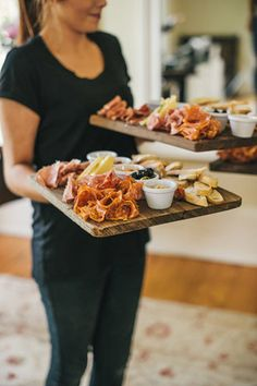 Wedding Food - A beautiful boho meets vintage bride, a garden party and a very dapper groom? What more could you need, well This Modern Love of course to capture the day! Burger Bar, Brunch, Wedding Canapes, Wedding Appetizers, Wedding Reception Food, Wedding Foods, Wedding Catering, Wedding Menu, Wedding Ideas