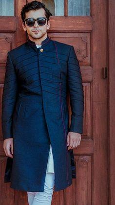 Men's Wear India Fashion Men, Indian Men Fashion, Star Fashion, Indian Groom Wear, Indian Wear, Boys Kurta Design, Best Casual Dresses, Kurta Patterns, Walima Dress