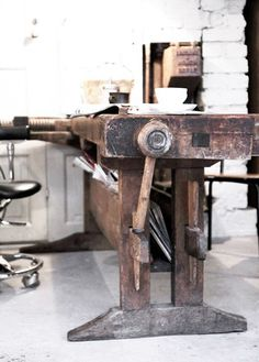 Industrial Living, Industrial Chic, Industrial Furniture, Vintage Industrial, Entryway Furniture, Office Furniture, Ok Design, Deco Cool, Woodworking Bench
