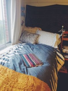 A place for college students to get decoration inspiration, advice, and showcase their own dorm. Dorm Design, Interior Design, Cool Dorm Rooms, Syracuse University, Dorm Walls, Dorm Life, Comforters, Blanket, Cool Stuff