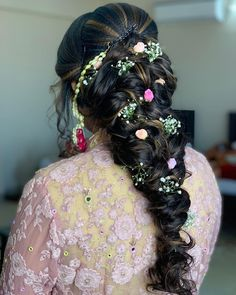 "Photo from Jyoti Bhaya ""Portfolio"" album Indian Bridal Hairstyles, Bun Hairstyles, Hairstyle Wedding, Wedding Preparation, Photo Jewelry, Mehendi, Stylists, Long Hair Styles, Makeup"