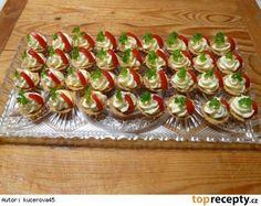 Slané košíčky plněné česnekovou pomazánkou Yummy Appetizers, Appetizer Recipes, Asia Salat, Czech Recipes, Ethnic Recipes, Party Sandwiches, Cupcakes, Snacks, Canapes