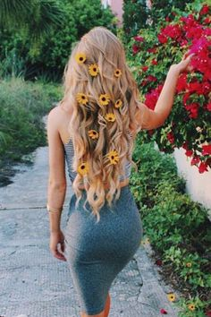 Summer dreamin' of flowers in our hair <3 via @fashionzine