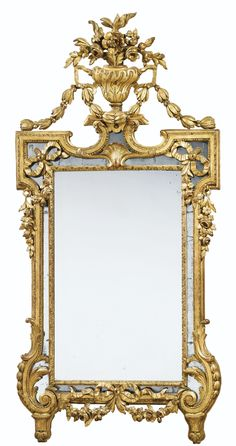AN ITALIAN NEOCLASSICAL GILTWOOD MIRROR - Topped by a vase of flowers ; with garlands swags & drops - Dim: H: 64 1/3, W: 32 1/4 in (163,5 x 82 cm)