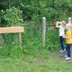 Samen met je kinderen genieten van de prachtige omgeving van het Koebosch in Hoogeloon. Door het Koning Kyri ë  Avonturenpad is dit nog leuker. Wij kregen de tip tijdens een bezoek aan Kaasboerderij de Ruurhoeve, ook op Mamyloe. Het avonturenpad van ongeveer 2,5 km lang is door bewoners aangelegd en gratis te bezoeken. Koning Kyrie is een volksverhaal uit het Noord-Brabantse Hoogeloon. Volgens de verhalen was Kabouter Kyrie de leider van de kabouters die in Kempen leefde. De kabouters ...
