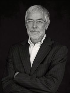 1 + 1 ≠ 2 — University of Liechtenstein.Wenn der Neurobiologe und Hirnforscher Gerald Hüther von seinen wissenschaftlichen Erkenntnissen spricht, geraten sicher geglaubte Annahmen ins Wanken.