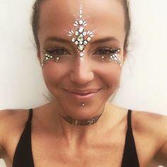 Festival Makeup Festival Make-up – AMR Festival Make Up, Festival Hair, Festival Gems, Festival Makeup Glitter, Glitter Party, Boho Festival Makeup, Face Gems, Face Jewels, Glitter Face