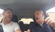 Uno de sus vídeos cantando en el coche ha superado los 4 millones de reproducciones.