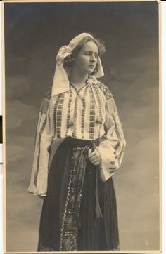 Vintage Photographs, Vintage Photos, Folk Costume, Costumes, Images Of Princess, Old Dresses, Folk Embroidery, Vintage Circus, Vintage Beauty
