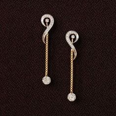 Long chain dangling earrings. 14K yellow gold and diamond