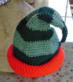 Elfitude Green - free crochet pattern for a funny St. Patrick's Day or Christmas elf hat. Crochet Baby Hats, Crochet For Kids, Crochet Dolls, Free Crochet, Knitting Patterns Free, Crochet Patterns, Hat Patterns, Crochet Christmas Hats, Free Pattern Download