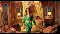 Jennifer Lopez Reinvents the Versace Jungle Print Yet Again Versace Dress, Versace Jeans, Celebrity Outfits, Celebrity Style, Pictures Of Jennifer Lopez, Jungle Print, Signature Look, Gianni Versace, Girl Gang
