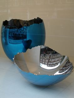 Jeff Koons , Cracked Egg, Blue