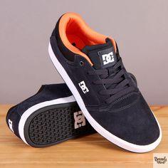 Granatowe męskie buty sportowe na białej podeszwie DC Crisis Dark Blue / www.brandsplanet.pl / #dc shoes #skateboarding