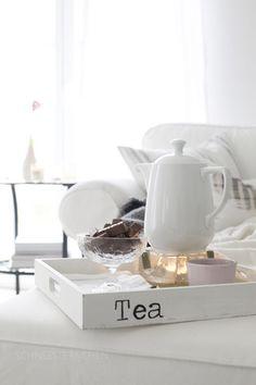 tea tray in white livingroom Chocolate Cafe, Interior Simple, Plum Pretty Sugar, Tea Benefits, Health Benefits, Cinnamon Benefits, Health Tips, Health Care, Cuppa Tea