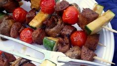 Vegan doesn't mean you have to eat lettuce everyday, you can have a plant-based diet and eat a lot of different meals which are delicious and healthy at the same time! To demonstrate that, here there is a super simple kebabs recipe made of seitan and different veggies! Super easy, and delicious! #vegan #veganrecipes #veganfood #seitan #veggie #kebabs #lunch