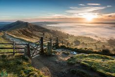 Sunrise at Mam Tor (Mother Hill) gate Peak District National Park in Derbyshire England. Photography Beach, Landscape Photography, Photography Tips, Scenery Photography, Aerial Photography, Landscape Photos, Places To Travel, Places To See, Skier