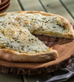 This Creamy Rosemary, Garlic and Potato Pizza is one to remember #recipe #dinner #TouchofPhilly