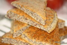 Chia-Knäckebrot (Low Carb) Low Carb Bread, Low Carb Keto, Low Carb Recipes, Yummy Snacks, Cornbread, Banana Bread, Nom Nom, Treats, Baking