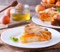 Väčšina z nás miluje ovocné dezerty, ktoré nám pripomínajú detstvo a prázdniny u starých rodičov French Toast, Breakfast, Recipes, Cakes, Food, 4 Ingredients, Yummy Cakes, Dessert Recipes, Cooking