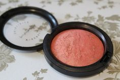MAC Stereo Rose is probably one of MAC's most coveted products. It's been out in a previous collection but sold out very quickly and then was re-released in MAC's recent collectio… Beauty Skin, Beauty Makeup, Hair Beauty, Lily Pebbles, Mac Makeup, Blush Makeup, Mac Blush, Blusher, Pretty Makeup