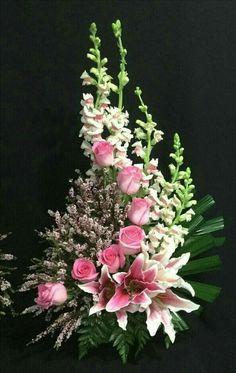 Arrangements Ikebana, Funeral Floral Arrangements, Tropical Flower Arrangements, Creative Flower Arrangements, Flower Arrangement Designs, Church Flower Arrangements, Church Flowers, Beautiful Flower Arrangements, Funeral Flowers