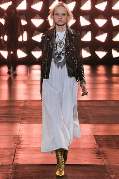 See all the Collection photos from Saint Laurent Spring/Summer 2015 Menswear now on British Vogue Runway Fashion, Boho Fashion, Fashion Show, Fashion Design, Fashion Trends, Bohemian Mode, Bohemian Style, Boho Chic, Saint Laurent Paris