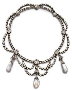 AN ANTIQUE PEARL AND DIAMOND NECKLACE, CIRCA 1880. Suspending three light grey…