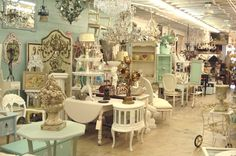 Shabby Shop by the Sea - Sandra Saenz - Shabby Shop by the Sea Another beautiful vintage furniture and home decor shop display - Antique Booth Displays, Antique Booth Ideas, Antique Mall Booth, Vendor Displays, Shop Displays, Shabby Chic Furniture, Vintage Furniture, Painted Furniture, Plywood Furniture