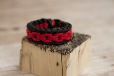 Chainlink Paracord bracelet with red black
