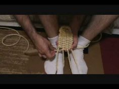 how to make waraji ( american style) Rope Sandals, Art And Craft, Shoe Pattern, Bushcraft, Diy Clothes, Projects To Try, Weaving, Survival, Shoemaking