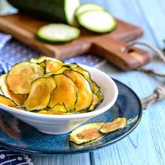 Gezonde courgette Chips | Tussendoortje | Makkelijk Afvallen 17 Day Diet, Vegan Vegetarian, Cantaloupe, Zucchini, Keto, Fruit, Vegetables, Breakfast, Recipes