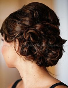 chignon+hairstyles,+low+bun+hairstyles+-+curly+low+bun+hairstyle