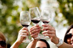 """""""El mejor vino no es necesariamente el más caro, sino el que se comparte"""" George Brassens."""